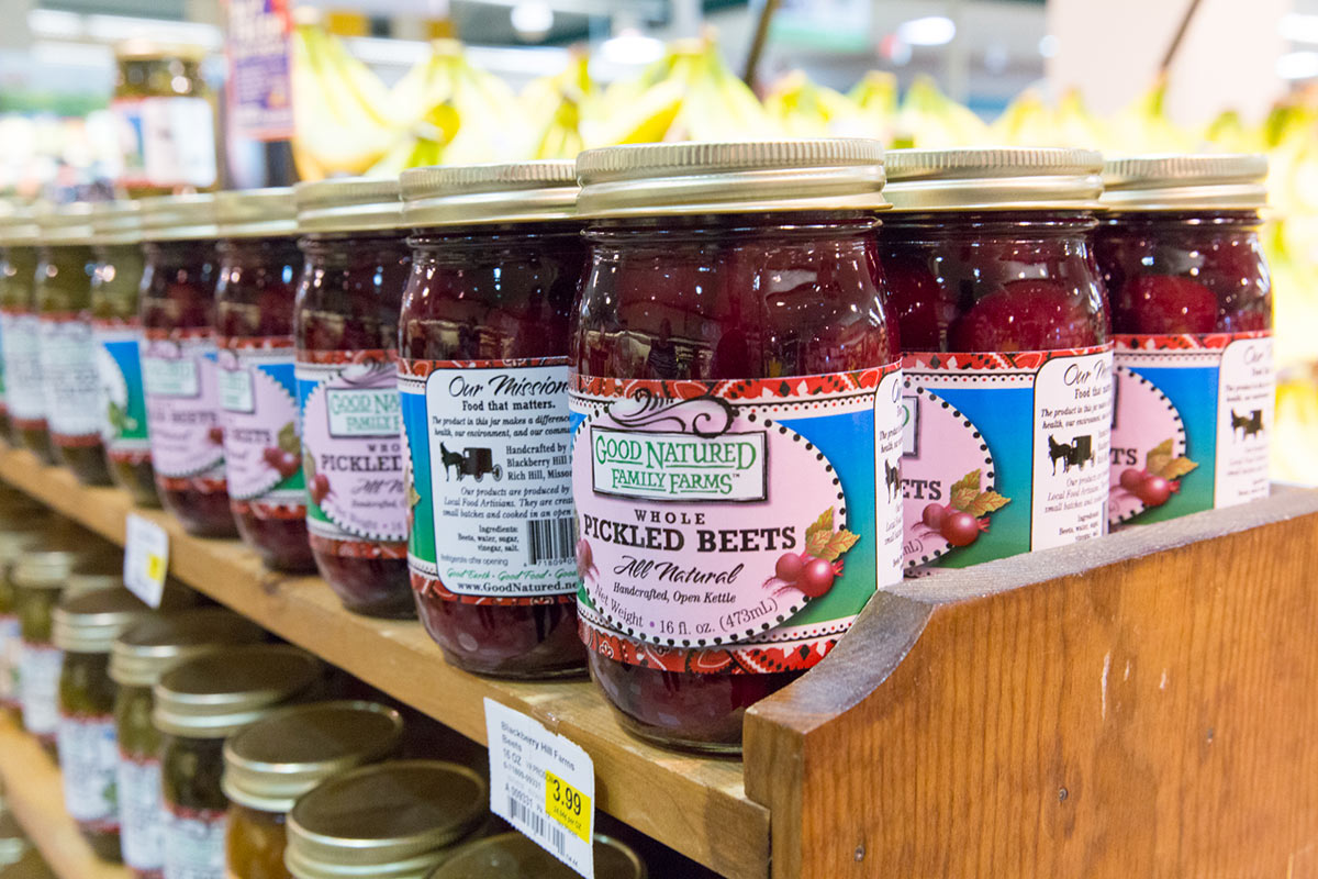 06e961f716f3 ... Fresh Buy Local campaign to sell products in markets in the Kansas City  metro area. Nearly 100 local family farms work with Hen House to distribute  ...